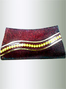 Shimmering red clutch purse is nicely designed with golden metal chain and flower beads with diamonds. It cool and gives a modern look. This purse used in parties. Slight Color variations are possible due to differing screen and photograph resolutions.