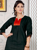 Emblem of fashion and beauty, each piece of our range of printed kurti is certain to enhance your look as per today's trends. This simple and pretty kurti has beautiful sequins and brocade patch work. This drape material is cotton. The entire ensemble makes an excellent wear. This is a perfect casual wear readymade kurti. Slight Color variations are possible due to differing screen and photograph resolutions.